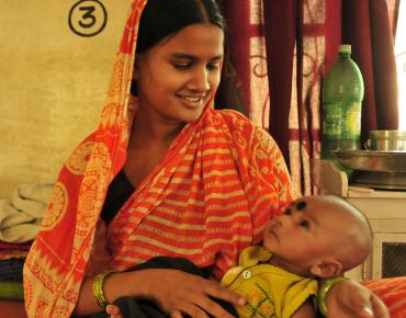 viaggio in india cini di ilia mamma con bambino